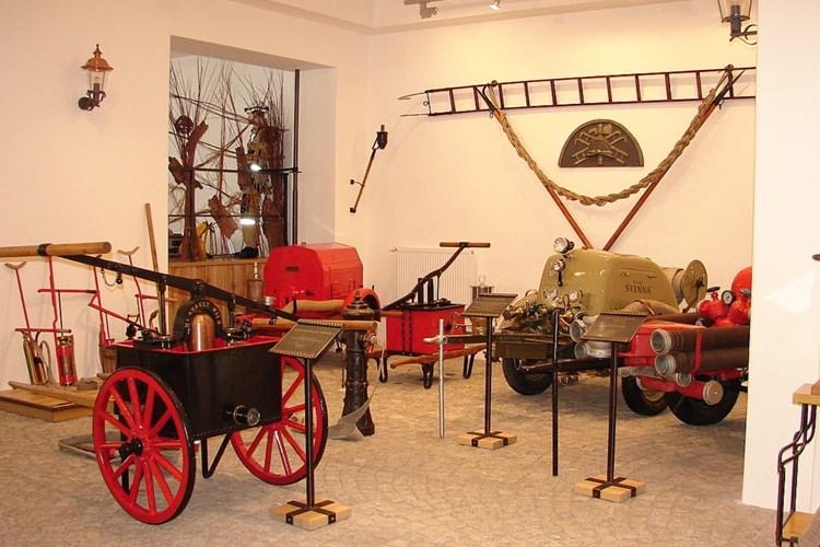 Hasičské muzeum mimo jiné ukazuje, jak a čím se v minulosti hasily požáry