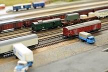 Výstava představuje modelovou železnici, modely i hry