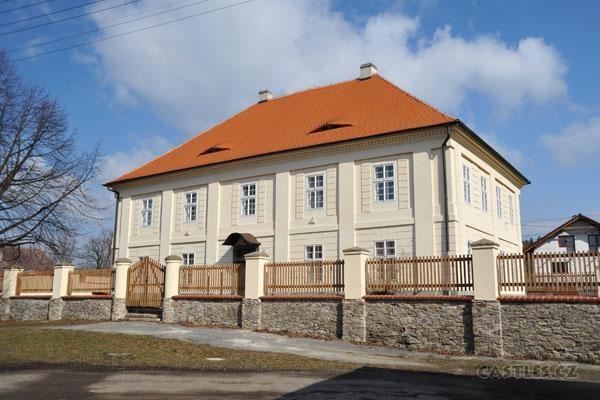 Popis: Nové muzeum v Malešově.
