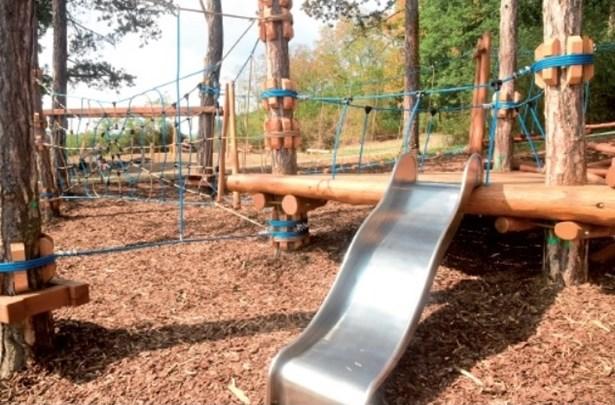 Popis: Nové lanové centrum pro děti v Králově Dvoře.