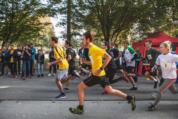 Popis: Účastníci 2. ročníku Studentského štafetového maratonu.