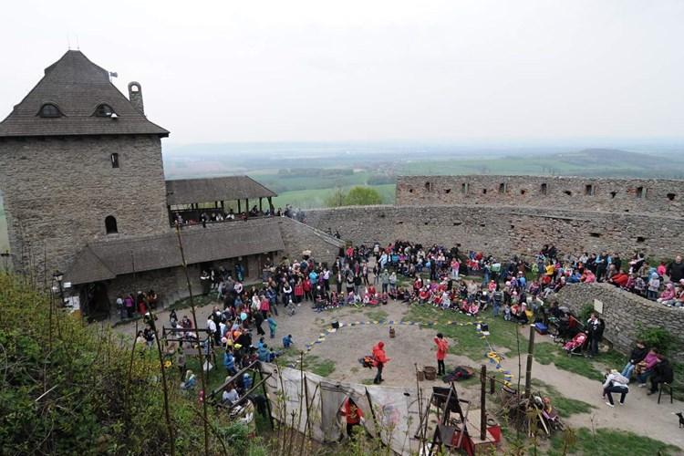 Hrad Starý Jičín nabízí návštěvníkům především klid a krásné výhledy do okolí
