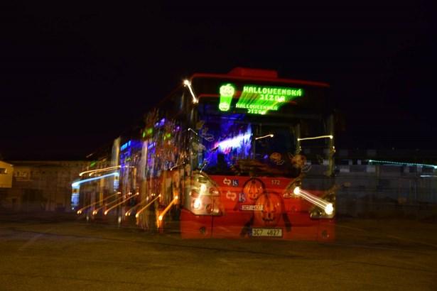 Popis: Strašidelný autobus se i letos vydá na speciální jízdu v Českých Budějovicích.