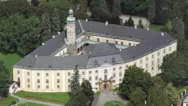 Muzeum v Bruntále spravuje zámek, hrad Sovinec a kosárnu v Karlovicích