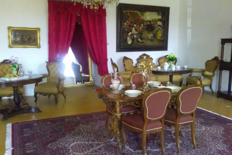Zámek Slezské Rudoltice hostí hlavně výstavy a společenské akce