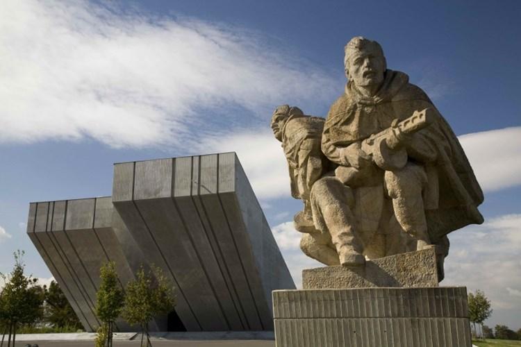 Památník II. světové války připomíná boje vojáků i utrpení v koncentračních táborech