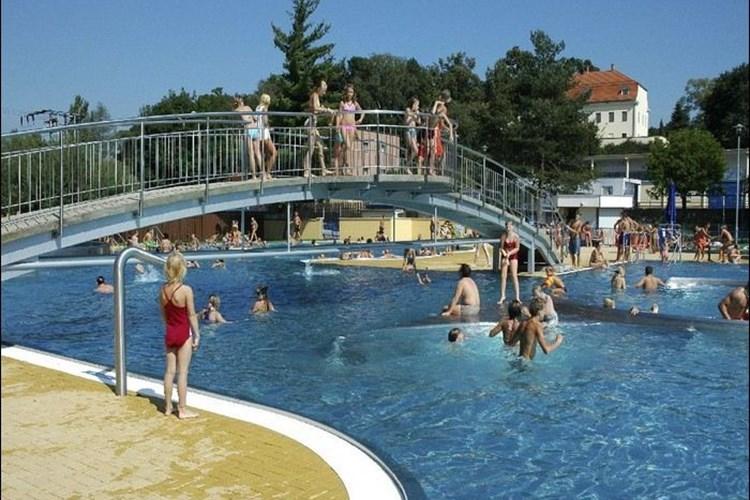 Koupaliště v Havířově nabízí nerezové bazény i desetimetrovou skokanskou věž