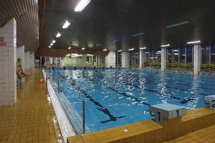 Krytý bazén v Karviné návštěvníkům nabízí velký a malý bazén