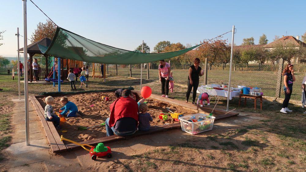 Děti ze stračovské školky si užívají dobrodružství v neobvyklé zahradě