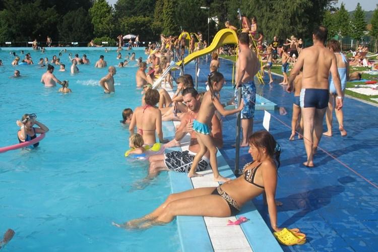 Koupaliště v Hradci nad Moravicí nabízí plavecký i dětský bazén