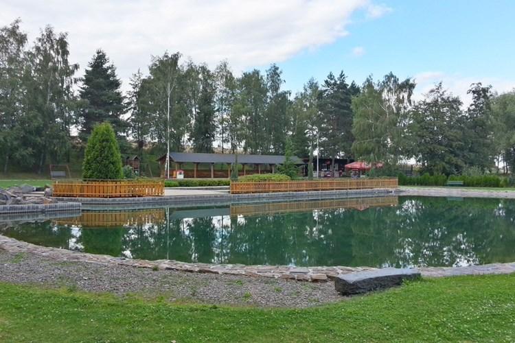 Přírodní koupaliště v Darkovicích umožňuje aktivní odpočinek v nádherném prostředí plném zeleně
