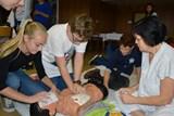 Osmáci se učí poskytovat první pomoc