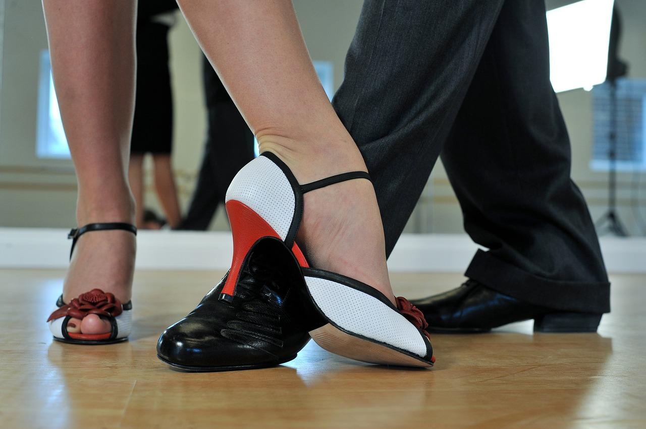 Zájemci se mohou od začátku března hlásit do kurzů tance a společenské výchovy