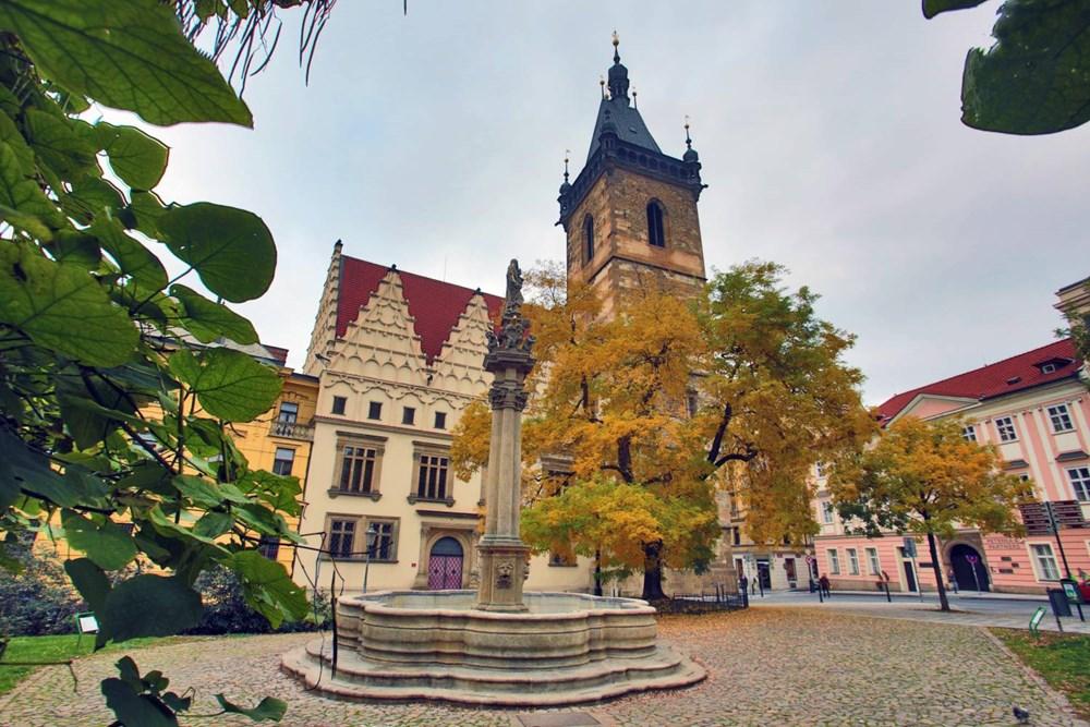 Popis: Vyhlídková věž Novoměstské radnice na Karlově náměstí v Praze.