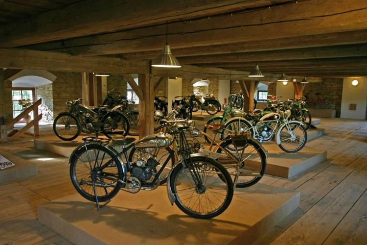 V Muzeu cyklistiky můžete obdivovat historická kola i moderní elektrokola