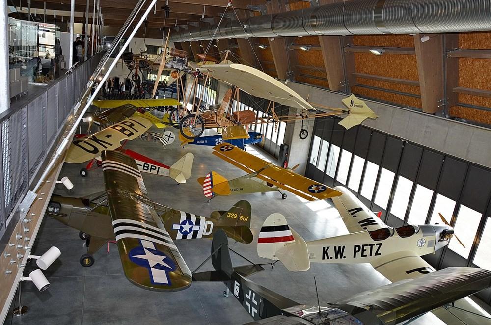 Popis: V Leteckém muzeu Metoděje Vlacha je k vidění mnoho leteckých exponátů.
