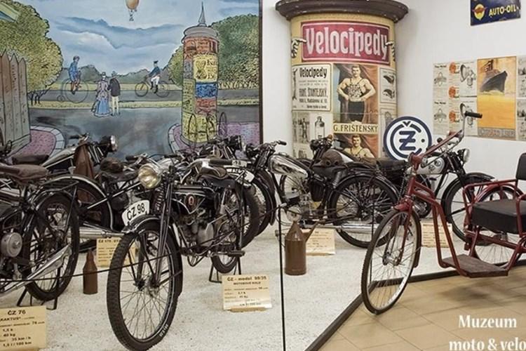 Muzeum Moto & Velo vystavuje více než 70 jízdních kol a 60 motocyklů
