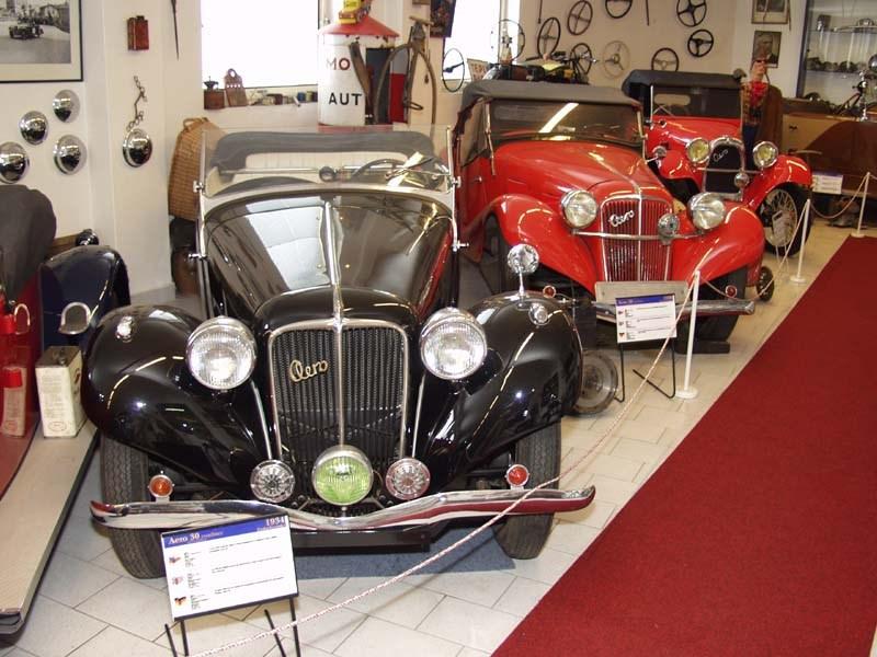 Popis: Muzeum představuje české sportovní a závodní automobily z historie a vývoje motorismu. Vystavené exponáty jsou z roku 1900 až 2000.