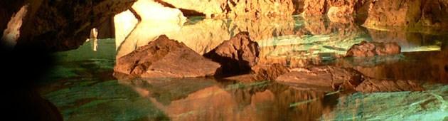 V Bozkovských dolomitových jeskyních se nachází největší podzemní jezero v Čechách