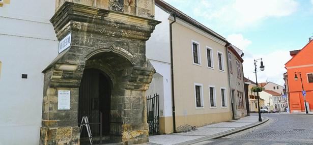 Popis: Oblastní muzeum v Lounech.
