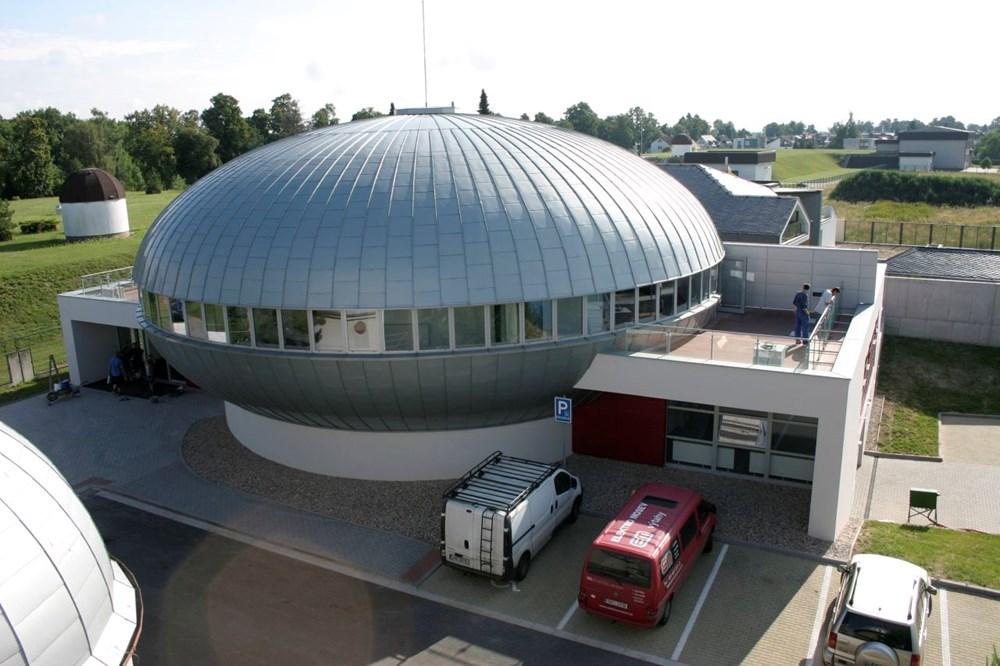 Popis: Budova planetária v Hradci Králové.