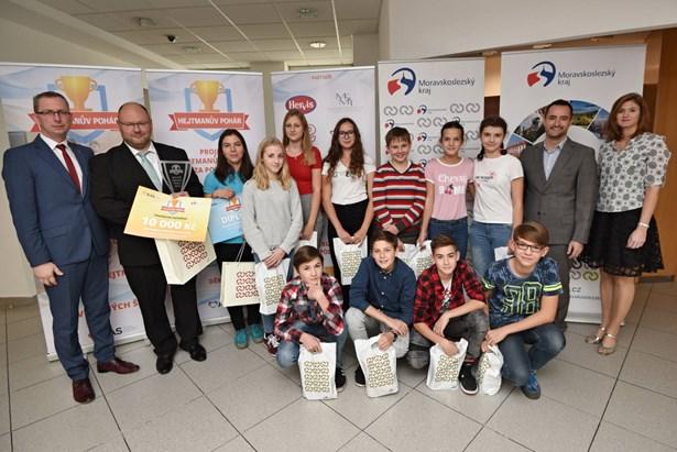 Popis: Žáci z bíloveckého gymnázia Mikuláše Koperníka obhájili prvenství v Hejtmanově poháru.
