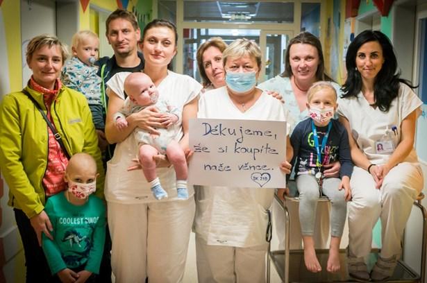 Popis: Věncování ve Fakultní nemocnici v Olomouci.