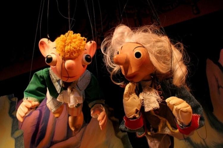 Divadlo Spejbla a Hurvínka doposud hostovalo v 34 zemích. Baví ale hlavně české děti