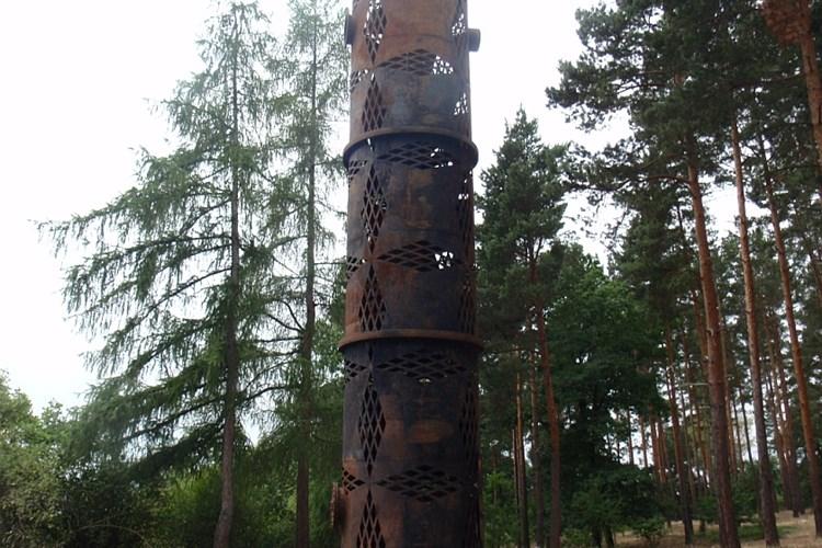 Akademický sochař Čestmír Suška změnil vyřazenou nádrž na palivo v rozhlednu