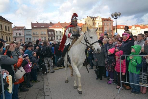 Popis: V neděli 11. listopadu přijede Martin na bílém koni pod Bílou věž v Hradci Králové.