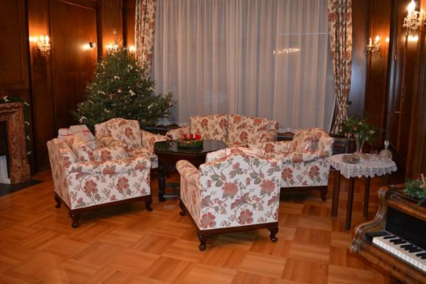 Popis: Interiéry vily Stiassni s vánoční výzdobou.
