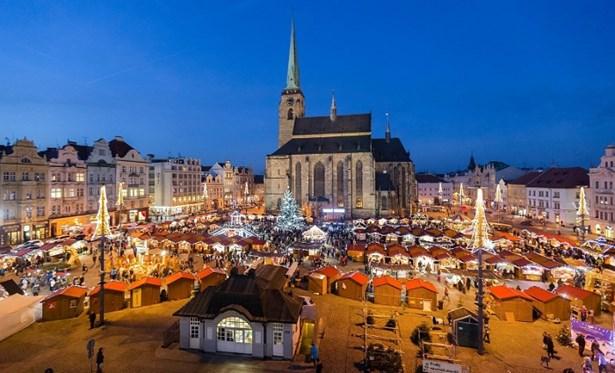 Popis: Pohled na adventní Plzeň.