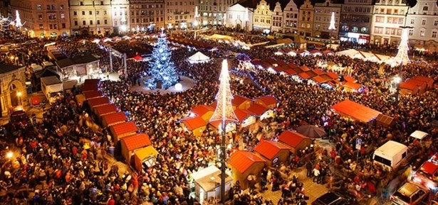 Popis: Vánoční trhy v Plzni.