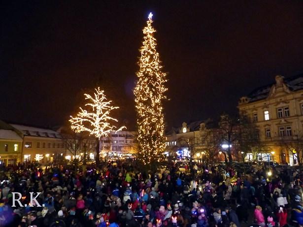 Popis: Rozsvěcení vánočního stromu ve Vsetíně.