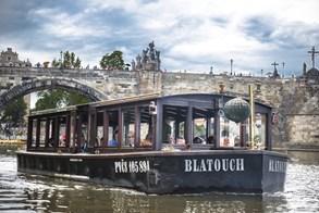 Vyhlídkové plavby Pražskými Benátkami. Poznejte tajemné vodní podzemí staré Prahy