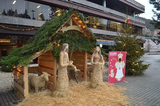 Popis: Vánoční trhy v Karlových Varech.