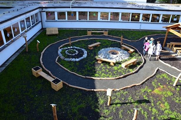 Popis: Otevření opraveného atria na Základní škole Masarykova ve Valašském Meziříčí.