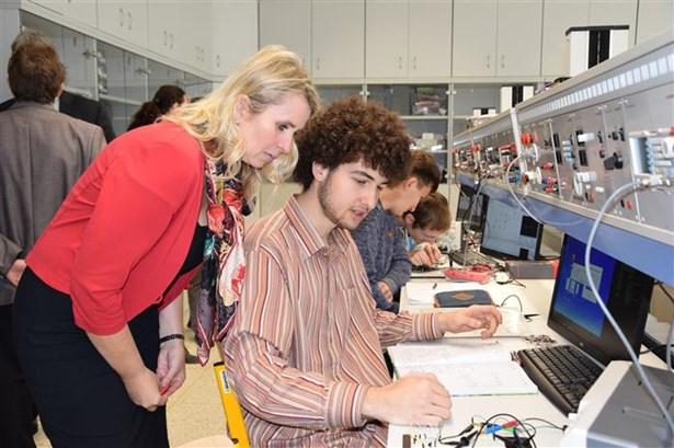 Popis: Veškeré informační popisky v Centru obnovitelných zdrojů energií jsou připravena i v anglickém a německém jazyce.