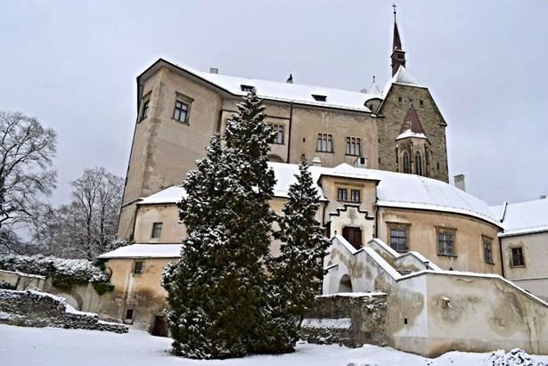 Popis: Hrad Šternberk v zimním období.