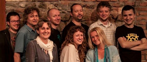 Popis: Členové nezávislého alternativního loutkového divadla Buchty a loutky.