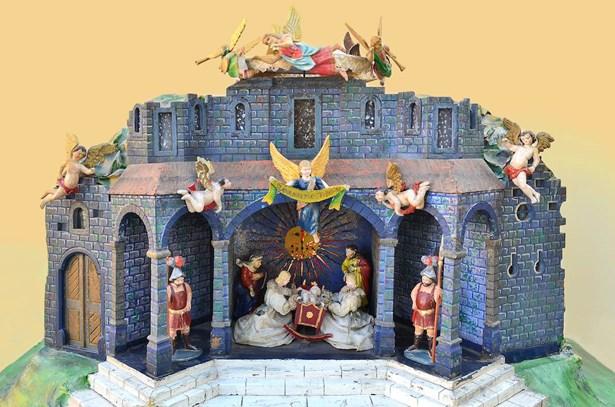 Popis: Jeden z vystavených betlémů.