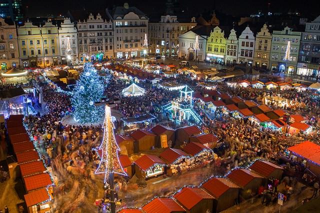 Popis: Rozsvícení vánočního stromu v Plzni.