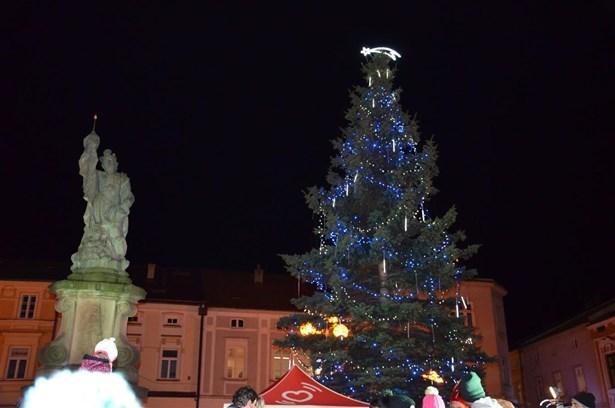 Popis: Vánoční strom ve Valašském Meziříčí.