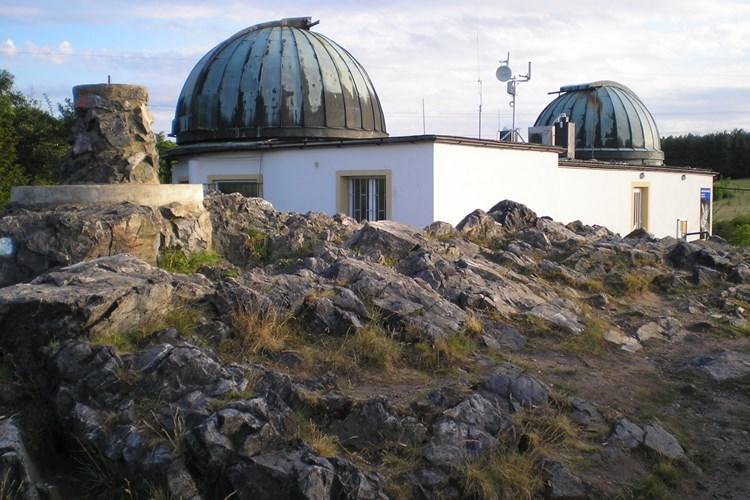 Hvězdárna nabízí denní i noční astronomické pozorování. A sice i handicapovaným