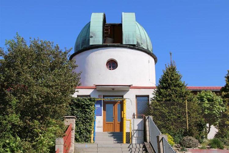Hvězdárna nabízí pozorování oblohy nebo stálou výstavu minerálů a drahých kamenů