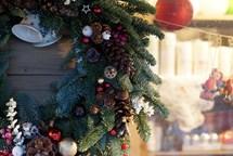 Adventní trhy, rozsvícení vánočního stromu a Ježíškovu poštu. To vše nabídne Chvalský zámek první adventní neděli