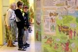 Obří leporelo vás zábavnou formou provede českou historií od lovců mamutů až po současnost