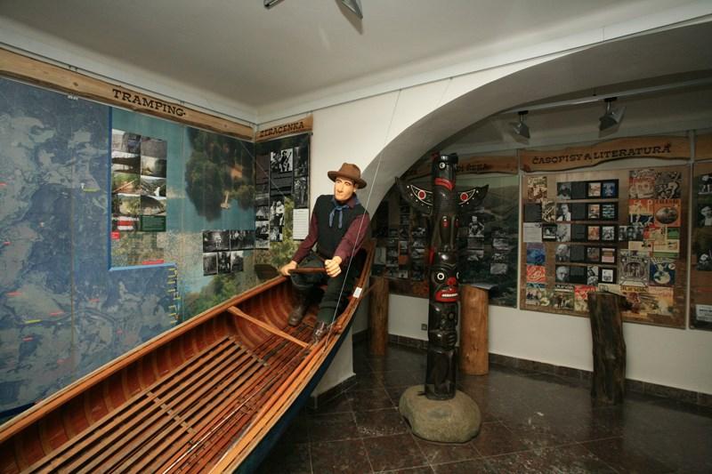 Expozice věnovaná trampingu v Regionálním muzeu v Jílovém u Prahy.