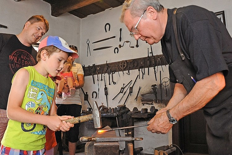 Kovárna v Těšanech přibližuje život kovářů