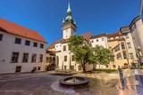 Vychutnejte si výhled na svátečně nasvícené ulice Brna z věže Staré radnice